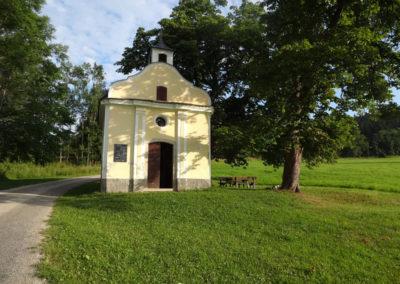 """Obnovená kaple v zaniklé vsi Stará Huť, přezdívané """"Nebíčko"""""""